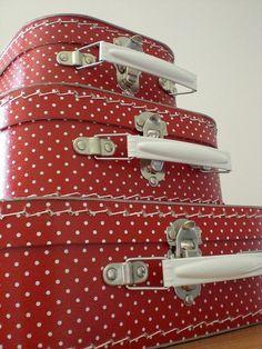 . Vintage Suitcases, Vintage Luggage, Travel Suitcases, Vintage Love, Retro Vintage, Vibeke Design, Shoe Gallery, Rockabilly Style, Shades Of Red