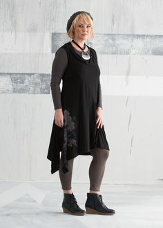 TS14+ Essential Legging - a 365 days of the year legging for every occasion #plussize #curvy #fashion #layers