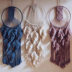 These are so pretty! which color did you like the most? Macrame Wall Hanging Patterns, Macrame Art, Macrame Design, Macrame Projects, Macrame Knots, Macrame Patterns, Mode Steampunk, Dream Catcher, Decoration
