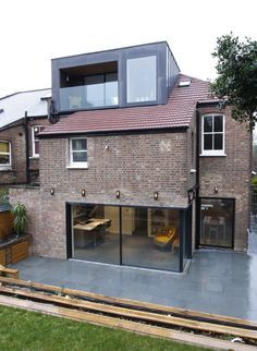 Cranley Gardens used minimal windows® in the loft for extra space and direct sunlight throughout the day. Extension Veranda, House Extension Design, Roof Extension, House Design, Extension Google, Glass Extension, Extension Ideas, Loft Dormer, Dormer Roof