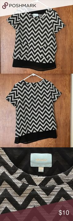 Chevron Black and White Top by Skies are Blue, Sm Gently worn Chevron Black and White Top by Skies are Blue. Size Small. Two front square pockets with embellishments. Side zipper. Longer transparent lining to give a layered look. Slight pilling as shown in picture. Skies are Blue Tops