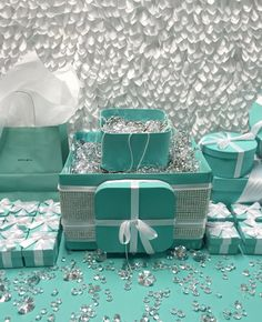 Breakfast at tiffany party cake pop : Bling Cake Pop/ Candy station Treat Box With Pearls Tiffany Theme, Tiffany Party, Tiffany And Co, Tiffany Blue, Cake And Cupcake Stand, Cake Pop, Cake Stands, 50th Birthday Party, 30th Party