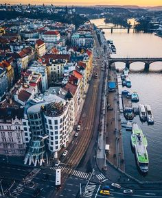 Praga República Checa Are you going to Prague? If so, please visit our website (link in bio) with great tips for your trip! Budapest, Places To Travel, Places To See, Prague Travel Guide, Prague Czech Republic, Europe Photos, Destination Voyage, European Vacation, Saint Petersburg