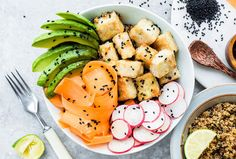 Healthy Vegan recipe | Hawaiian-style poke bowl with crispy tofu