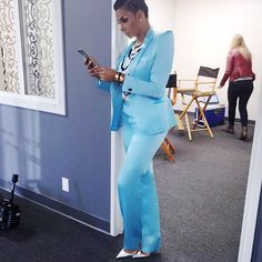 It's was all business and style for Lauran Govan who werked a blue suit with silver pumps. It's was all business and style for Lauran Govan who werked a blue suit with silver pumps. Daily Fashion, Love Fashion, Fashion News, Fashion Looks, Fashion Trends, French Fashion, Ladies Fashion, Office Attire Women, Work Attire