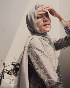 Girl Hijab, Hijab Outfit, Kebaya, Hijab Fashion, Hipster, Ootd, Portrait, Idol, Outfits