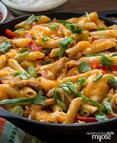 Pâtes au poulet style fajita #recette Fajita Pasta Recipe, Pasta Recipes, Chicken Recipes, Cooking Recipes, Fajitas, Pasta Salad, Meal Prep, Curry, Food And Drink