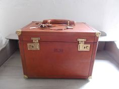 Superb Vintage Leather Conte Max Italien Travelling Vanity Overnight Case, Train Case, with 2 Keys very clean, good condition 1970's by MaisonbrocanteFrance on Etsy