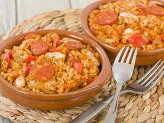 chorizo, feuille de laurier, poivron rouge, thym, piment de Cayenne, oignon, huile d'olive, lardons fumés, ail, bouillon de poule, poulet, sauge, riz rond, sel, coulis, céleri