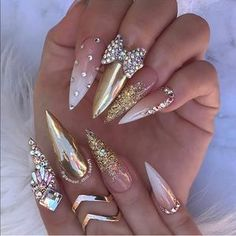 White gold and neutral stiletto nails with rhinestones and ribbon Glam Nails, Hot Nails, Beauty Nails, Hair And Nails, Ongles Bling Bling, Rhinestone Nails, Bling Nails, Gold Stiletto Nails, Coffin Nails