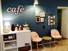zona café sala marques, mueble hecho a medida con letras de @27llettes