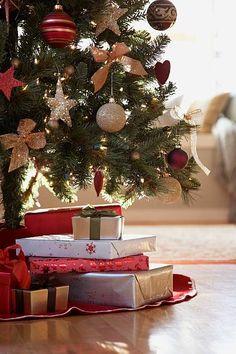 Christmas Fun Facts, Christmas Trivia, Favorite Christmas Songs, Christmas Gifts For Friends, Christmas Mood, Christmas Morning, Christmas Balls, Christmas Traditions, Christmas Shots