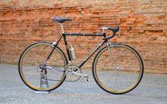 Le vélo de Joël, sur cadre Peugeot en reynolds 531, avec cintre compact Soma et leviers de frein IRD.