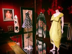 New display of Museo della moda @uffizigalleries at #palazzopitti in Florence. A new mix between artworks coming from the Galleria darte moderna and the masterpieces of the fashion collections! #fashionexhibition #fashioncurator