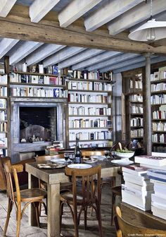 decordemon: A coastal style house between loft and bookshop in Belle-Île-en-Mer, France