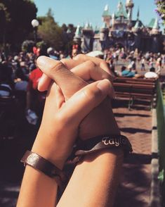 19 Cute Photo Ideas For Couples Headed to Disneyland