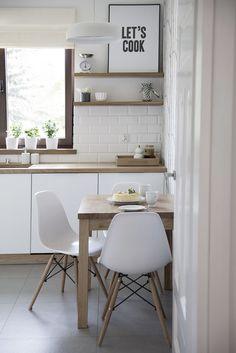 Scandi muted pastel modern Christmas decor and tablescape Kitchen Wood Design, Kitchen Decor, Diner Table, Banquette Seating In Kitchen, Sweet Home, Cuisines Design, Updated Kitchen, Scandinavian Interior, Kitchen Flooring