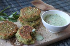 Falafel-Taler mit Koriander-Dip Ayurveda, Falafel, Avocado Toast, Food Inspiration, Dips, Breakfast, Foodies, Ayurvedic Recipes, Vegetarian Burgers