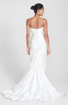 This wedding gown has a touch of Old Hollywood glamour.