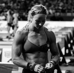Female Crossfit Athletes, Crossfit Women, Girls Lifting Weights, Muscle Girls, Women Muscle, Female Muscle, Women Who Lift, Olympic Athletes, Muscular Women