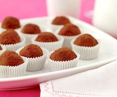 chocolate truffles Use your food processor to mix these decadent chocolate candies. They're made with three kinds of chocolate--semisweet, bittersweet, and unsweetened--and dusted with cocoa powder. Cake Truffles, Chocolate Truffles, Truffles Recipe, Diy Truffles, Cupcakes, Decadent Chocolate, Chocolate Desserts, Chocolate Candies, Fruit Recipes