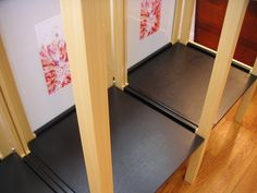 More frames connected with shelves. You can set up a pop-up shop in seconds. Patented. design-divide.com.