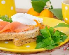 Tartine au saumon fumé et oeuf poché pour petit-déjeuner salé diététique : http://www.fourchette-et-bikini.fr/recettes/recettes-minceur/tartine-au-saumon-fume-et-oeuf-poche-pour-petit-dejeuner-sale-dietetique
