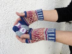 Ravelry: Fair Isle Mitts pattern by Clare Hutchinson