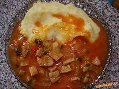 Na oleji osmahneme cibuli přidáme sladkou papriku,maso na kostičky,grilovací koření,sůl a osmahneme,...
