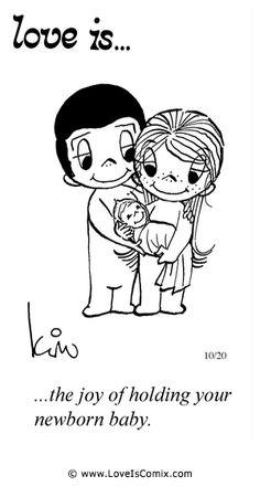 El amor es ... la alegría de la celebración de su bebé recién nacido.