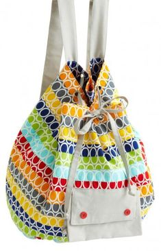 Purses, totes, and shoulder bags--we have all the free bag patterns you need for an everyday tote or a stylish accessory! Pochette Diy, Mini Messenger Bag, Stylish Backpacks, Tote Bags Handmade, Patchwork Bags, Simple Bags, How To Make Shorts, Market Bag, Bag Making