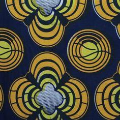 Tissu 100% coton Wax motif africain de couleur jaune sur fond bleu nuit en coupon de 3 mètres