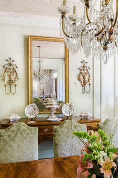 Carolyn Kendall / Alcott Interiors. Crystal antique chandelier.