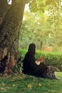 Learn Quran Academy is a platform where to Read Online Tafseer with Tajweed in USA. Best Online tutor are available for your kids to teach Quran on skype. Hijab Niqab, Muslim Hijab, Hijab Chic, Hijab Outfit, Beautiful Muslim Women, Beautiful Hijab, Hijabi Girl, Girl Hijab, Stylish Girls Photos
