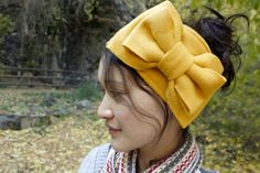 delia creates: Ear Warmers...simplified tutorial. Cute but these things always fall off my head! Worth a try though!