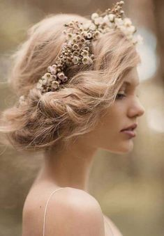 For a future shoot if we figure out how to do hair like this. Bridal Inspiration by Rue de Seine & Jessica Sim - via Magnolia Rouge (Hair/ Make-up by Natalie Dent) My Hairstyle, Pretty Hairstyles, Wedding Hairstyles, Hairstyle Ideas, Fairy Hairstyles, Scene Hairstyles, Romantic Hairstyles, Boho Hairstyles, Headband Hairstyles