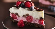 Chocolate and Berries Yogurt Dessert is a delicious dessert that is perfect for Valentine's Day! This dessert is perfect combination of cookies, chocolate and berries! Chocolate and Berries Yogurt Dessert Chocolate and Berries Yogurt Dessert Yummy Treats, Sweet Treats, Yummy Food, Just Desserts, Dessert Recipes, Summer Desserts, Gourmet Desserts, Homemade Desserts, Dinner Recipes