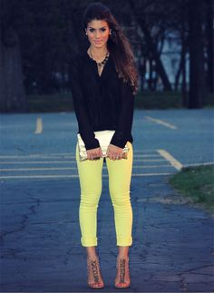 L so cute yellow capris with white blouse under navy for Oficinas chicas