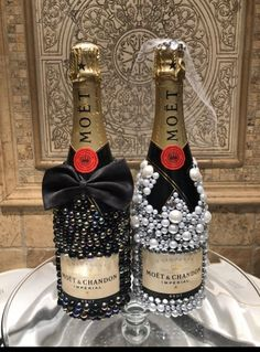 Alcohol Bottle Decorations, Liquor Bottle Crafts, Diy Bottle, Bottle Art, Bedazzled Liquor Bottles, Decorated Liquor Bottles, Bling Bottles, Glitter Champagne Bottles, Wedding Gifts For Bride And Groom