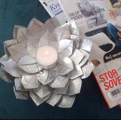 Dette er virkelig gjenbruk:) Da kapslene er tomme har jeg laget søte lysestaker, for det første, ...