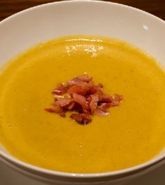 Pompoensoep met gerookte spekjes Best Soup Recipes, Dinner Recipes, Healthy Recipes, Good Food, Yummy Food, Tasty, Winter Food, Pumpkin Recipes, Food Inspiration