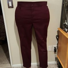 Denim and Company Maroon 5 pocket jeans Cotton polyester spandex blend dressy 5 pocket jeans. Jeans have a clean look with an enamelled matching button at the top of the fly. Pockets do not have rivets. Inseam 29 inches. Brand new without tags and never worn. Denim and Company Pants Straight Leg