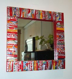 Soda cans framed mirror. After drinking soda from aluminum cans, you can recycle your soda cans to create interesting projects instead of tossing the empty cans into the garbage or recycling bin. Aluminum Can Crafts, Metal Crafts, Upcycled Crafts, Recycled Art, Recycled Clothing, Recycled Fashion, Pop Can Crafts, Diy And Crafts, Cola Dose