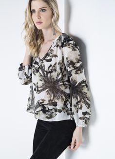 blusa estampada em chiffon com detalhe aberto nas costas. Shoulder  #brunnenmodafemina