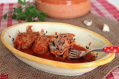 Brasciole pugliesi, ovvero involtini di carne al sugo con il quale è possibile condire la pasta, preferibilmente orecchiette fresche.