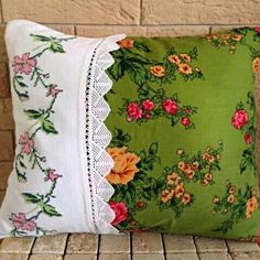 Cross stitch pillow lace fabric, all in one ? Shabby Chic Pillows, Cute Pillows, Diy Pillows, Decorative Pillows, Throw Pillows, Cushions, Fabric Crafts, Sewing Crafts, Sewing Projects