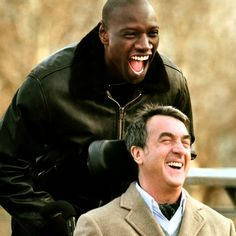 Les intouchables | After he becomes a quadriplegic from a paragliding accident, the aristocratic and millionaire Philippe interviews candidates for the position of his care-giver in Paris. The rude African Driss cuts the line of candidates and brings a document from the Social Security and asks Phillipe to sign it to prove that he is seeking a job position so he can receive his unemployment benefit. Philippe challenges Driss, offering him a trial period of one month.