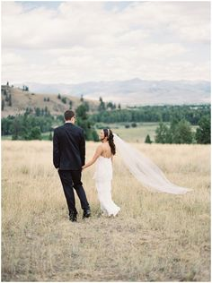 Montant Wedding via Budget Savvy Bride / Photography: Rebecca Hollis