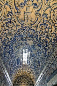 Azulejos in Nazare, Centro, Portugal Portuguese Culture, Portuguese Tiles, Camino Portuguese, Tile Art, Mosaic Tiles, Design Vitrail, Amazing Architecture, Classical Architecture, Delft
