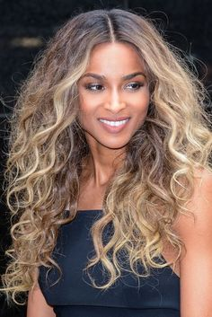 Lace Frontal Wigs Everyday Hairstyles For Curly Hair Curly Highlights Best Women Curly Wigs Loose Curls Men Ciara Hair Color, Ciara Blonde Hair, Blonde Tips, Wavy Hair, Her Hair, Short Hair Wigs, Curly Wigs, Curly Hair Celebrities, Curly Highlights